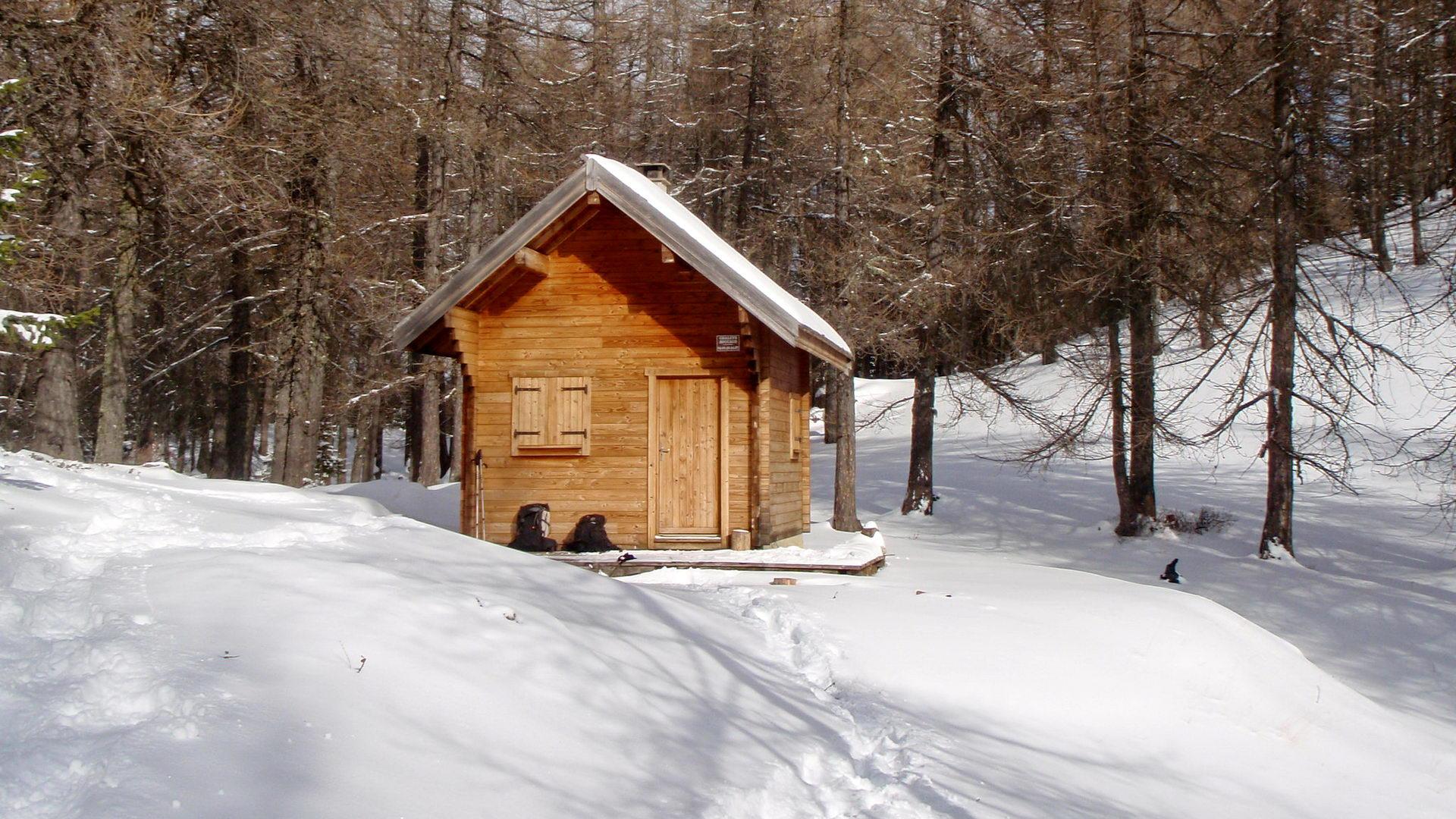 Cabane de trappeur hiver